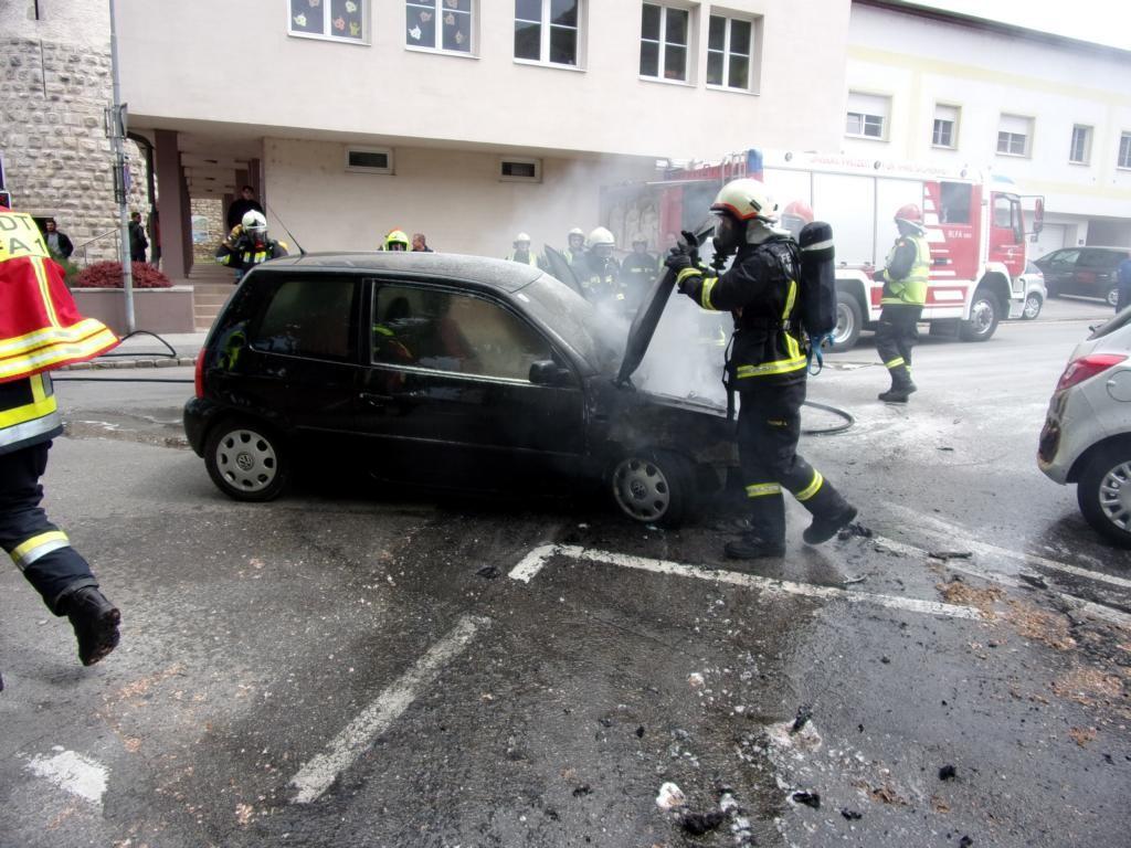 160515 Fahrzeugbrand (1)